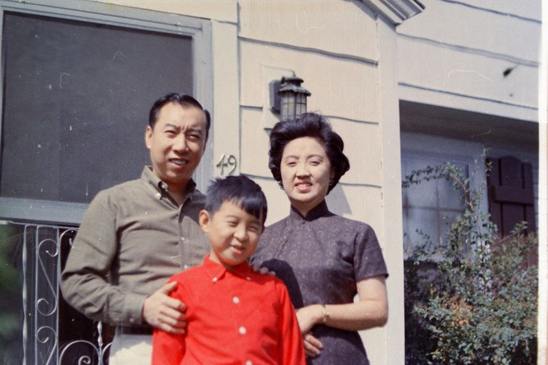(L-R): Thomas, Stephen, and Joyce Chen in Cambridge in 1962. Courtesy Stephen Chen.