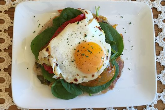 Veggie Flatbreads with Spinach, Roasted Peppers and Fried Egg
