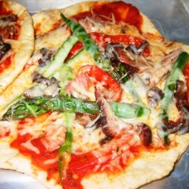 494e0d9a-193e-40b5-a34d-9f02a5a3a4c9.chicken_pizza