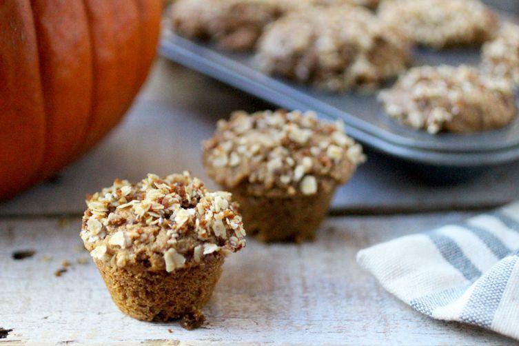 Pumpkin Spice Oatmeal Crumble Muffins