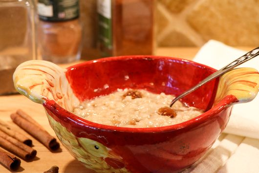 BREAKFAST OATMEAL WITH FIGS & SESAME SEEDS