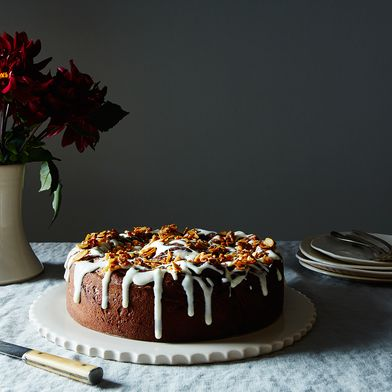 Chocolate-Almond Giant Cinnamon Bun Cake