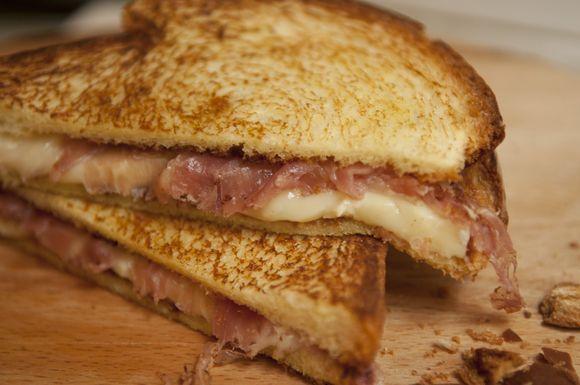 65109d04 efca 471e b7e9 34e43adbe4f5  sandwich