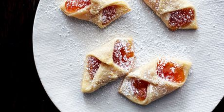 Like tiny envelopes, if envelopes were filled with jam (we wish!)