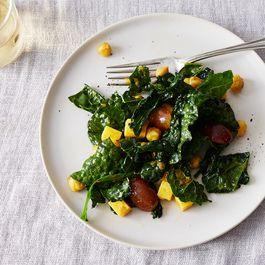 E410bb0b 37b9 4ec9 b998 20e055393a37  2016 1004 curried chickpea kale cheddar grape salad bobbi lin 422