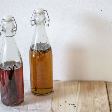 How to Make Vanilla and Lavender Extracts at Home