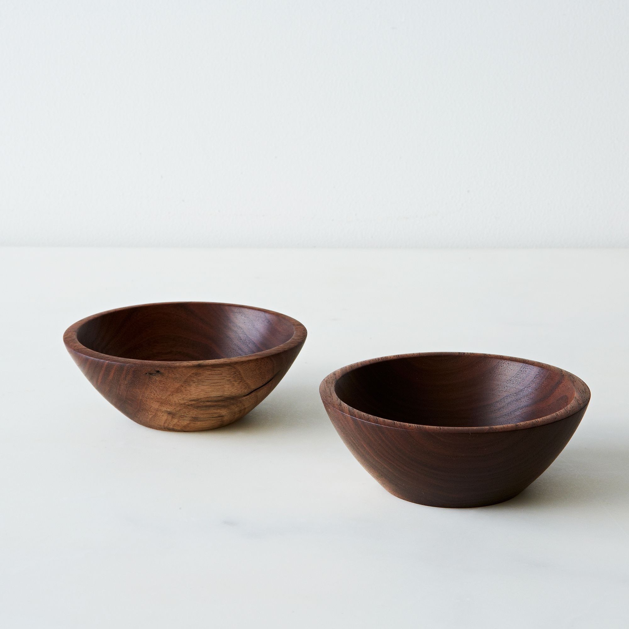 8ecac94c 5b52 4c98 8f00 51a386802b29  2015 0211 taking turns hand turned small walnut bowls alpha smoot 093