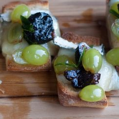 Crostini with Bleu Cheese and Fresh Fig Compote