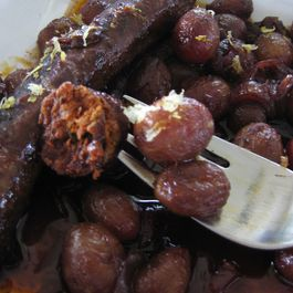 D15464c3 ef62 4aae 9e82 522e40af4463  merguez and grapes