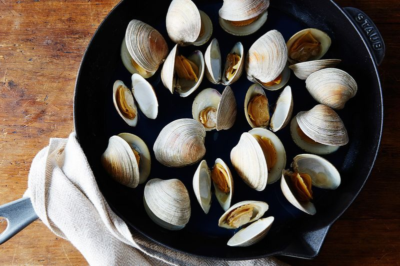 Clams in a pan