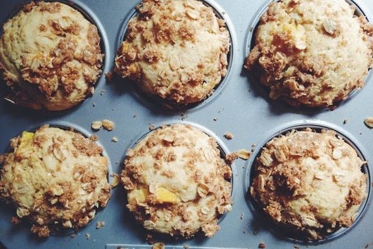 SWEET PEACH STREUSEL MUFFINS
