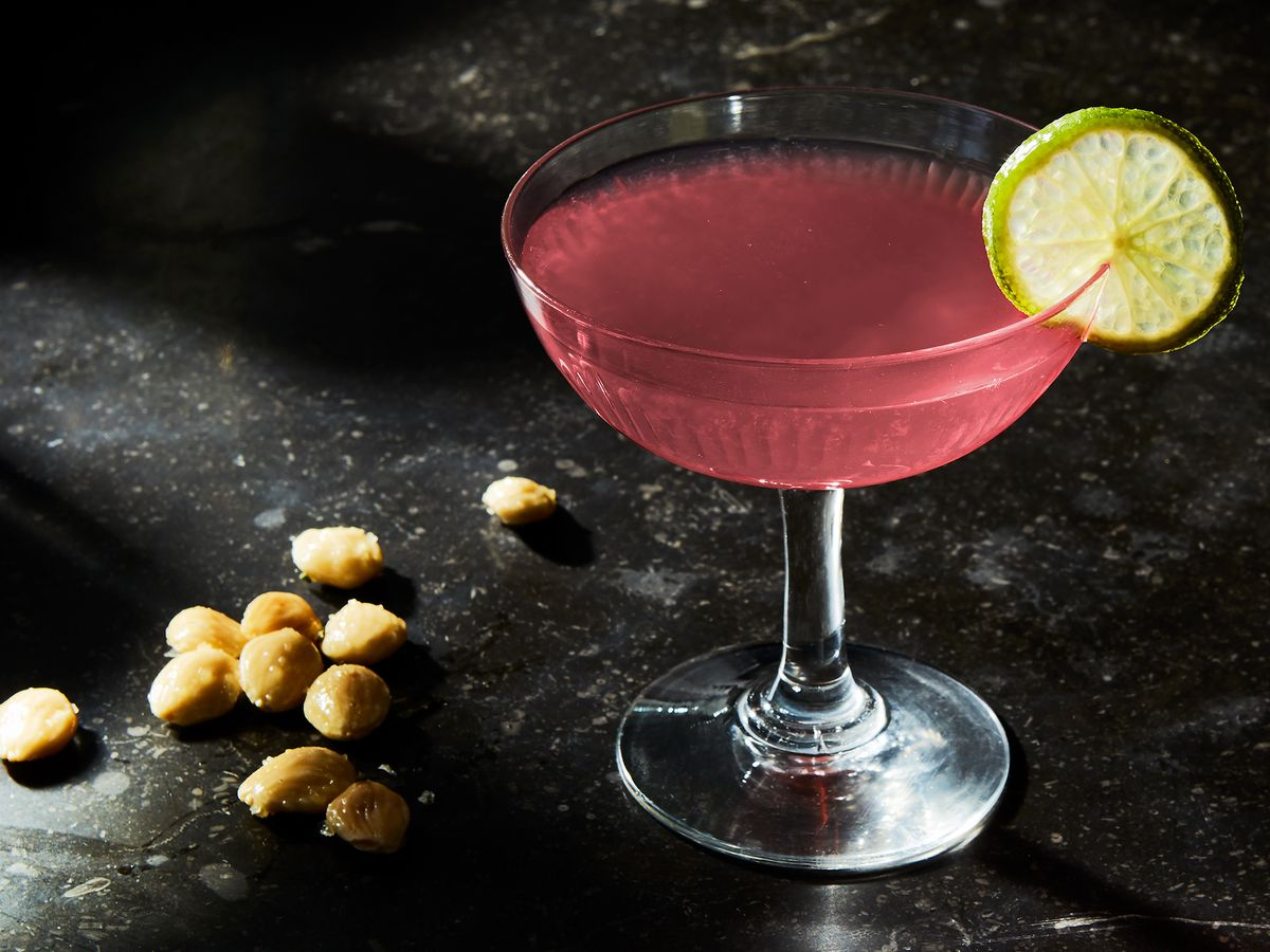 Best Cosmopolitan Cocktail Recipe How To Make A Cosmopolitan Drink