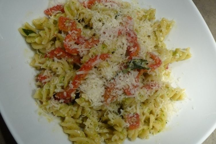 Pasta with Roasted Peppers and Brocoli Pesto