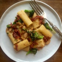 Pasta with Cannellini Beans, Sun-dried Tomatoes and Broccoli