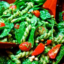Spinach and Pasta Salad with Pesto
