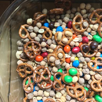 Sweet 'n Salty Chocolate Peanut Butter Snack Mix