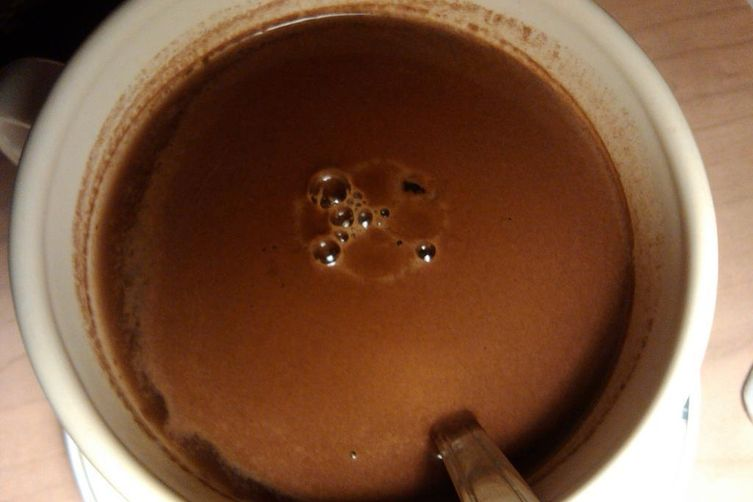 Hot cocoa beverage with honey and liqueur