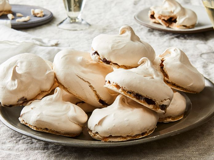 """These 3-Ingredient Chewy Chocolate Meringues Are """"Stupendously Good"""""""