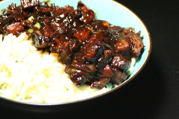 Jajangmyeon (Noodles and vegetables in black bean sauce)