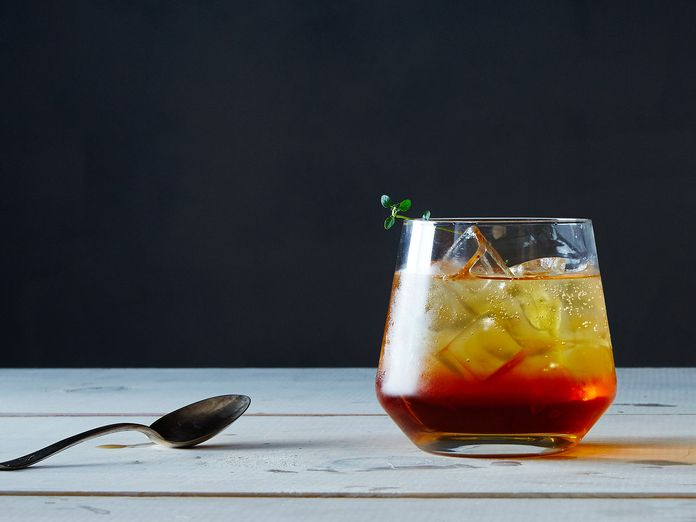 Sunburned? Bathe in These 9 Cooling, Tea-Based Recipes
