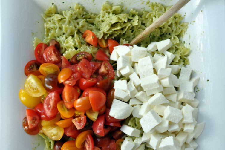 Pesto Pasta Salad with Heirloom Tomatoes and Mozzarella
