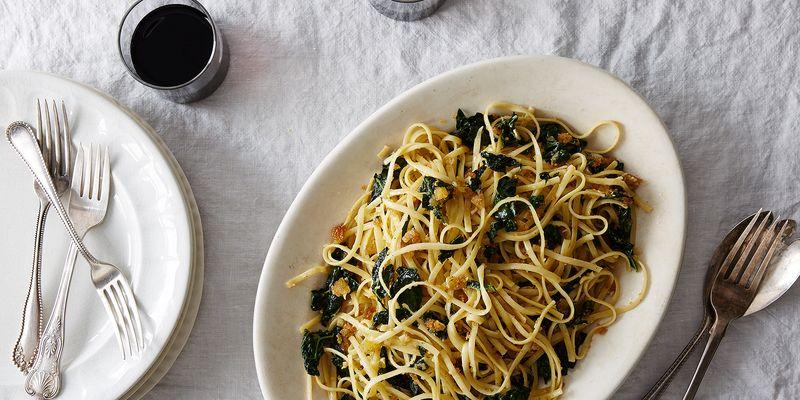Linguine, kale, and super garlicky breadcrumbs