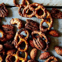 Sweet and Spicy Pretzel and Nut Mix