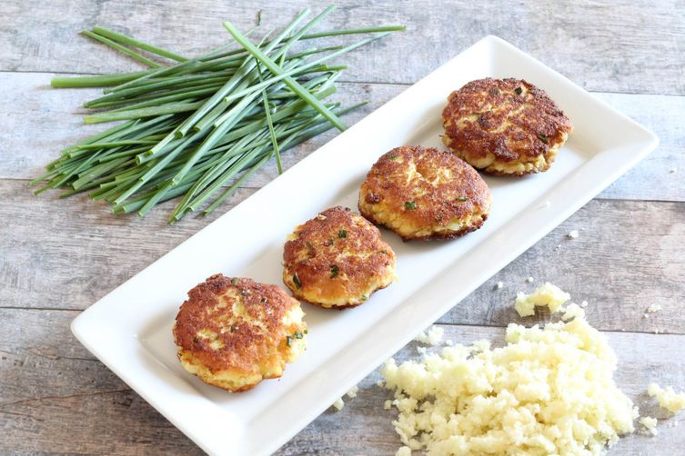 Paleo-Friendly Crispy Cauliflower Cakes
