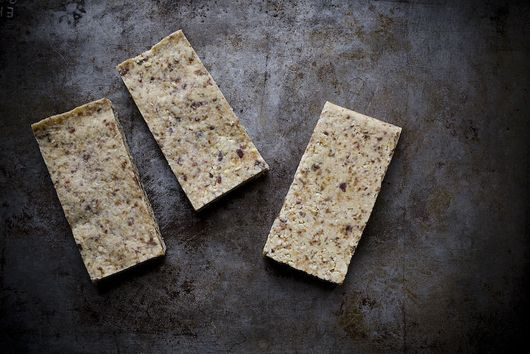 How to Make No-Bake Fruit and Nut Bars at Home