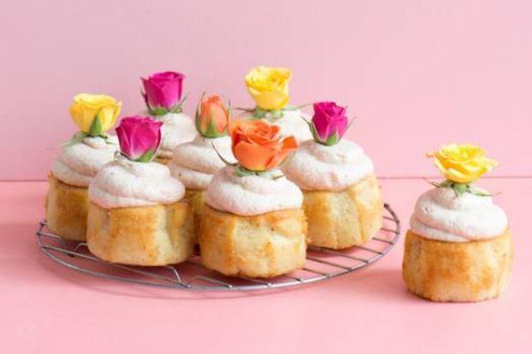 LEMONY PINK CHAMPAGNE MINI CAKES