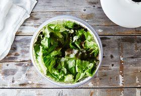 0d46893f c662 46ee 952c 555a6db0363c  2015 0804 how to use a salad spinner bobbi lin 5896
