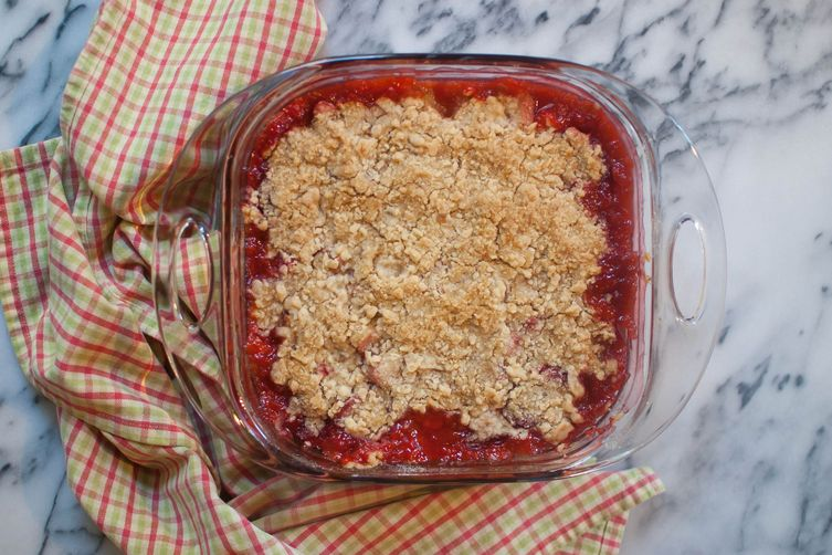 Easy Strawberry Rhubarb Crumble