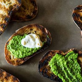 7 Effortless Holiday Crostini