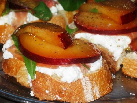 bruschetta with plums, serrano ham and ricotta