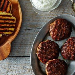 5 Ways to Eat Burgers in the Middle of Winter