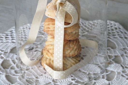 Almond biscuits from Apulia (dolcetti di mandorle)