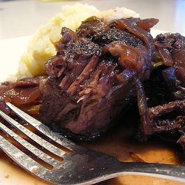 Aa2a4a5f-c265-492d-a8d9-7dd09ba7b38e.wine-braised-pot-roast-007