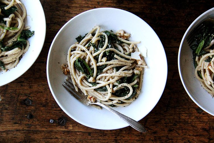 Two-Pan Pasta with Spinach, Walnuts and Lemon
