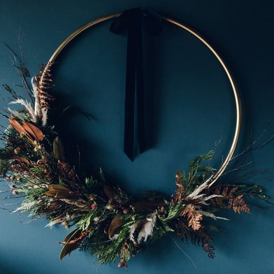 A Super-Stunner of a Wreath DIY—That Starts with a Hula-Hoop