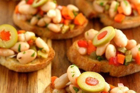 Tuscan White Bean Crostini