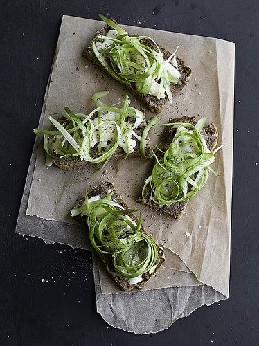 Asparagus and Cheese Toasts