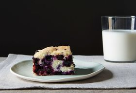 F105a90c 0c32 49e8 a9eb 76f181f79434  blueberry cake food52 mark weinberg 14 09 09 0314