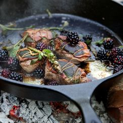 Lamb Saltimbocca with port wine and blackberries