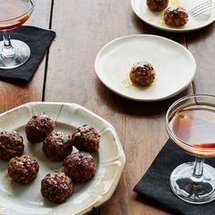 An Old-School, White-Tablecloth Classic Goes Meatball