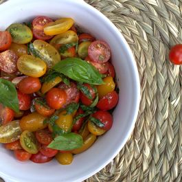 Mixed tomato salad with pesto