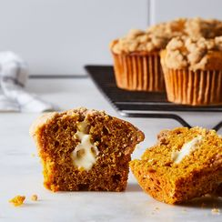 Pumpkin Spice Muffins Filled with Maple Cream Cheese