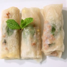 Spring Rolls with Mint, Pork and Green Apple with Spicy Vinegar-Mint Syrup