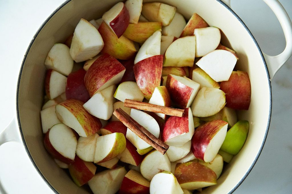 How to Make Homemade Applesauce in 5 Steps