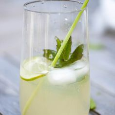 Gin, Ginger Beer, and Elderflower Fizz