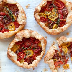 Tomato and Caramelized Onions Galettes